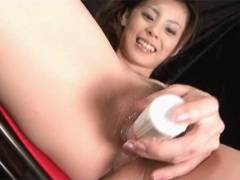 Sexy Natsumi pounds a vibrator around her pussy